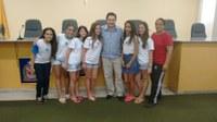 Vereador Juninho Leite recebe alunos de Escola de Guariba e explica o funcionamento, deveres e funções de um vereador