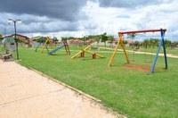 Vereador Zé Carioca indica e Prefeitura constrói playgrounds em praças do município